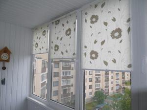 Установка рулонных штор на пластиковые окна в Ярославле
